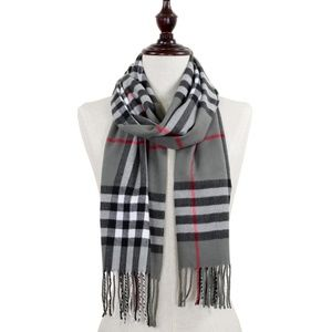 Gray Plaid oblong scarf with fringes.